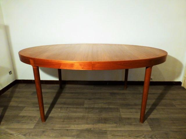 Scandinavian oval dining table by harry ostergaard 1960 s for Table ovale scandinave