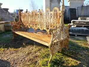 IRON CAST DOUBLE GARDEN BENCH.