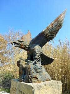 MAJESTIC BRONZE EAGLE STATUE.