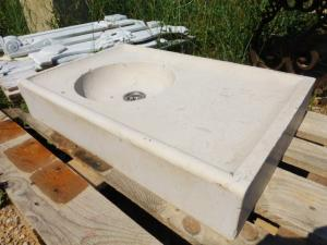 GRAVED WHITE STONE SINK FROM CASSIS. EARLY XXth CENTURY.