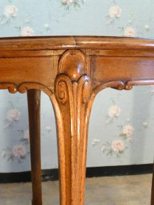OAK TABLE  LOUIS XV