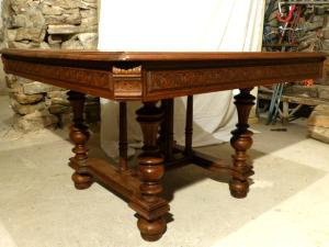 WALNUT WOOD LOUIS PHILIPPE SQUARE TABLE
